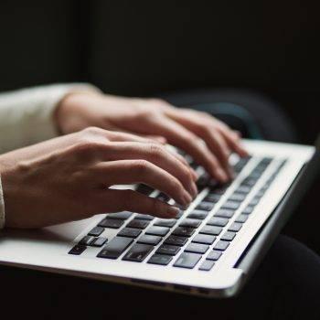 Macの動作が遅い原因とは?快適にする10の解決方法を徹底解説!