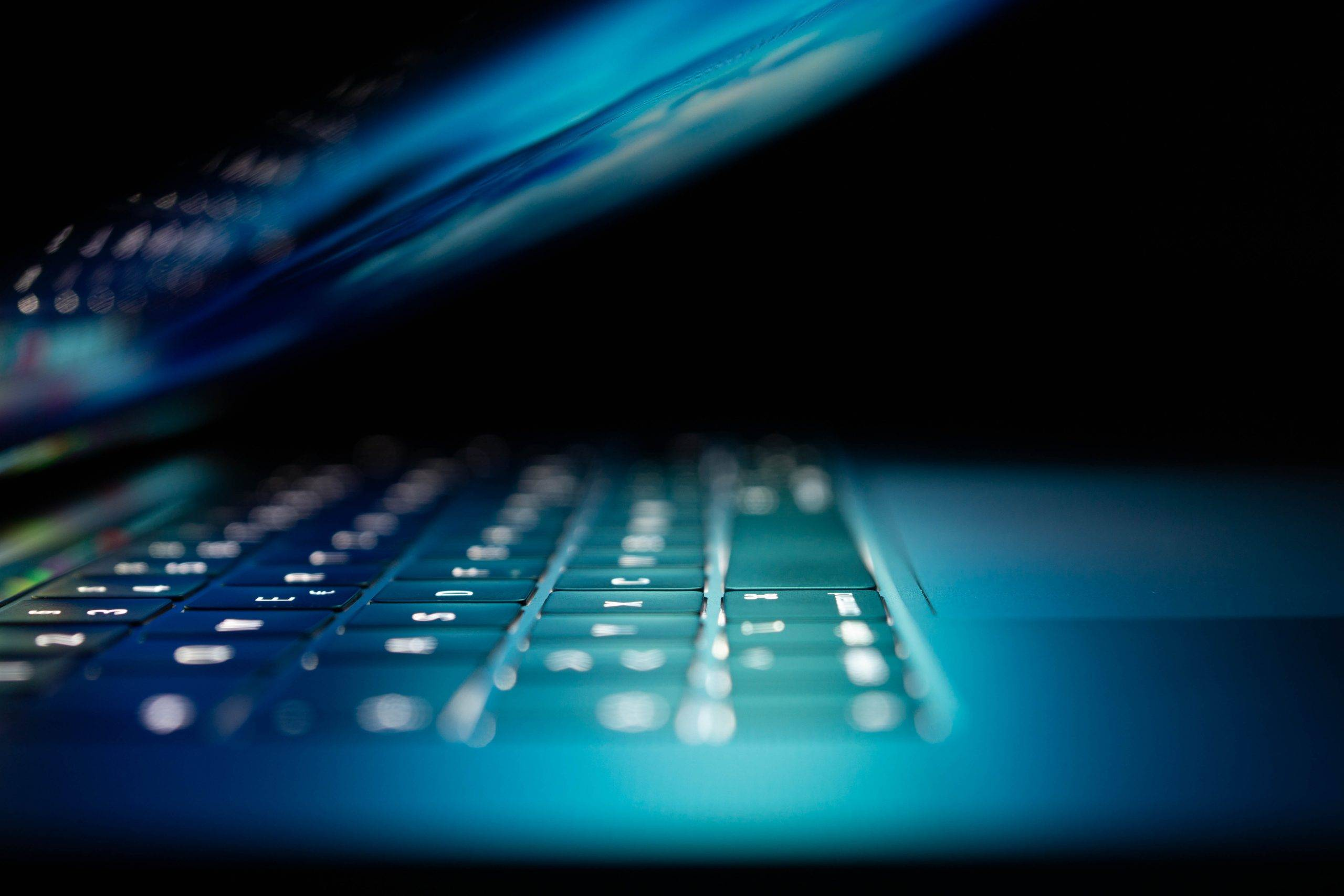MacBookのファンが静かになるおすすめPCスタンド3選
