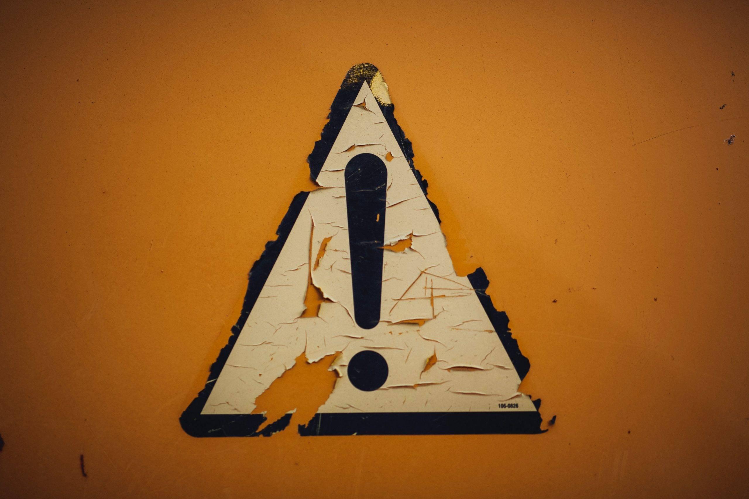 注意!充電部分から火花が出たら危険です